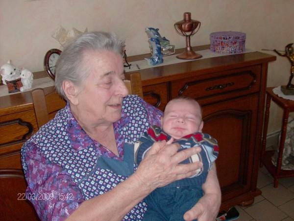 voici ma maman avec son arrière petit fils